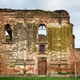 Ruinas de la iglesia ortodoxa servia del Espíritu Santo que fue construido en 1814 y quemó en la Segunda Guerra Mundial imágenes de archivo libres de regalías