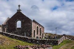 Ruinas de la iglesia parlamentaria en la península de Assynt, Escocia Imagen de archivo