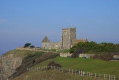 Ruinas de la iglesia vieja en la colina imagen de archivo libre de regalías