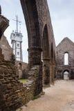 Ruinas de la iglesia vieja en Pointe Santo-Mateo en Bretaña, Francia foto de archivo