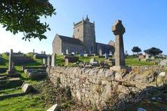 Ruinas de la iglesia y del cementerio viejos imagenes de archivo