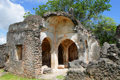Ruinas de la mezquita en la isla de Kilwa Kisiwani, Tanzania Imagen de archivo libre de regalías