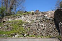 Ruinas de la pared de piedra cerca del molino viejo, Rockville, Connecticut Foto de archivo libre de regalías