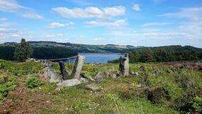Ruinas de la piedra en el depósito Yorkshire Reino Unido de Langsett fotografía de archivo