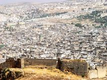 Ruinas de las paredes de la ciudad vieja de Fes imagen de archivo libre de regalías