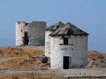 Ruinas de molinoes de viento en Grecia Imagen de archivo