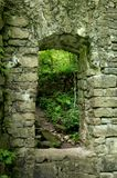 Ruinas de piedra viejas de la entrada imagen de archivo