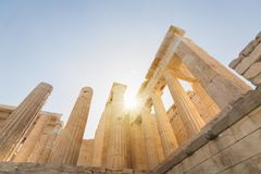 Ruinas de Propylaia en el templo en la acrópolis, Atenas, Grecia del Parthenon Fotos de archivo libres de regalías