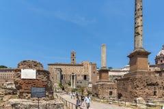 Ruinas de Roman Forum y de la colina de Capitoline en la ciudad de Roma, Italia Fotografía de archivo libre de regalías