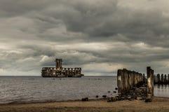 Ruinas de Torpedownia viejo Hexengrund en el mar Báltico en Babie Doly, Gdynia, Polonia Imagen de archivo libre de regalías