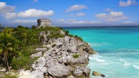 Ruinas de Tulum en el mar del Caribe en Riviera maya metrajes