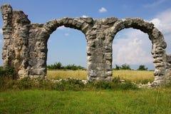 Ruinas de un arco antiguo Foto de archivo libre de regalías