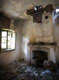 Ruinas de un cuarto abandonado imagen de archivo libre de regalías