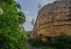 Ruinas de un fuerte viejo de Tarakanivsky situado cerca de Dubno, Ucrania Imagen de archivo