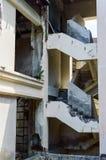 Ruinas de un hotel abandonado viejo destruido por los merodeadores Fotografía de archivo libre de regalías