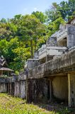 Ruinas de un hotel abandonado viejo destruido por los merodeadores Fotos de archivo libres de regalías