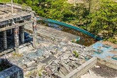 Ruinas de un hotel abandonado viejo destruido por los merodeadores Foto de archivo