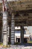 Ruinas de un hotel abandonado viejo destruido por los merodeadores Foto de archivo libre de regalías