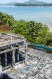 Ruinas de un hotel abandonado viejo destruido por los merodeadores Isla de Phuket, Tailandia Imágenes de archivo libres de regalías