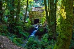 Ruinas de una casa antigua hecha de piedra Ruinas de una vieja cultura Imagen de archivo libre de regalías
