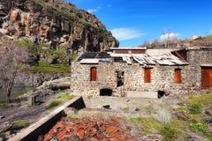 Ruinas de una central hidroeléctrica en el parque de estado del río Blanco fotografía de archivo libre de regalías