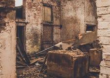 Ruinas de una fábrica grande vieja arruinada foto de archivo libre de regalías