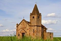 Ruinas de una iglesia abandonada Fotos de archivo libres de regalías