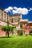 Ruinas de una iglesia vieja en Toscana Imágenes de archivo libres de regalías