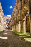 Ruinas de una iglesia vieja en Toscana Fotos de archivo libres de regalías