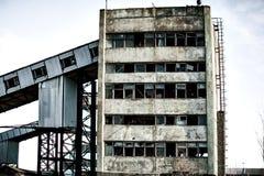 Ruinas de una planta abandonada del cemento Foto de archivo