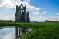 Ruinas de Whitby Abbey en North Yorkshire en el Reino Unido Foto de archivo libre de regalías