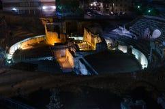 Ruinas del amphitheatre romano en la noche, España de Tarragona Foto de archivo