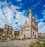 Ruinas del banco del pueblo fantasma de la riolita imagen de archivo libre de regalías