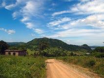 Ruinas del campo con el cielo Fotos de archivo libres de regalías