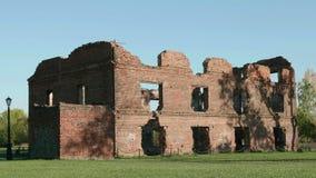 Ruinas del castillo antiguo D3ia del otoño Tiro liso del carro almacen de video