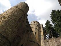 Ruinas del castillo, Beaufort, Luxemburgo Imagen de archivo libre de regalías
