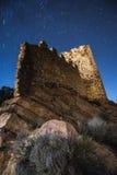 Ruinas del castillo con el cielo del startail fotografía de archivo libre de regalías