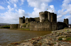 Ruinas del castillo de Caerphilly, País de Gales. Imagen de archivo libre de regalías