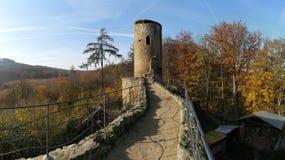 Ruinas del castillo de Cimburk en las montañas de Chriby en Moravia del sur fotos de archivo libres de regalías