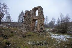 Ruinas del castillo de Dobele en invierno Fotografía de archivo libre de regalías