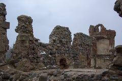 Ruinas del castillo de Dobele en invierno Imágenes de archivo libres de regalías