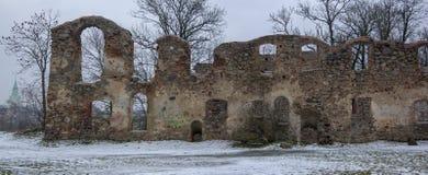 Ruinas del castillo de Dobele en invierno Imagen de archivo libre de regalías