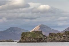Ruinas del castillo de Dunscaith en la isla de Skye Foto de archivo libre de regalías