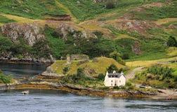 Ruinas del castillo de Strome, lago oleocalcáreo, Escocia Imagen de archivo