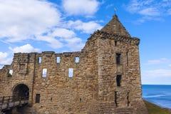Ruinas del castillo del St Andrews imagen de archivo