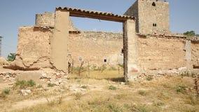Ruinas del castillo en el pueblo de Santiago de La Torre metrajes