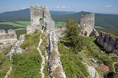 Ruinas del castillo Gymes en Eslovaquia Imagen de archivo