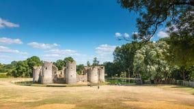 Ruinas del castillo medieval de Commequiers foto de archivo