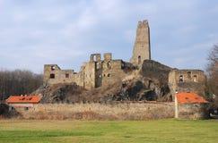 Ruinas del castillo Okor Fotos de archivo