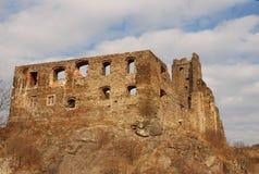 Ruinas del castillo Okor Fotos de archivo libres de regalías